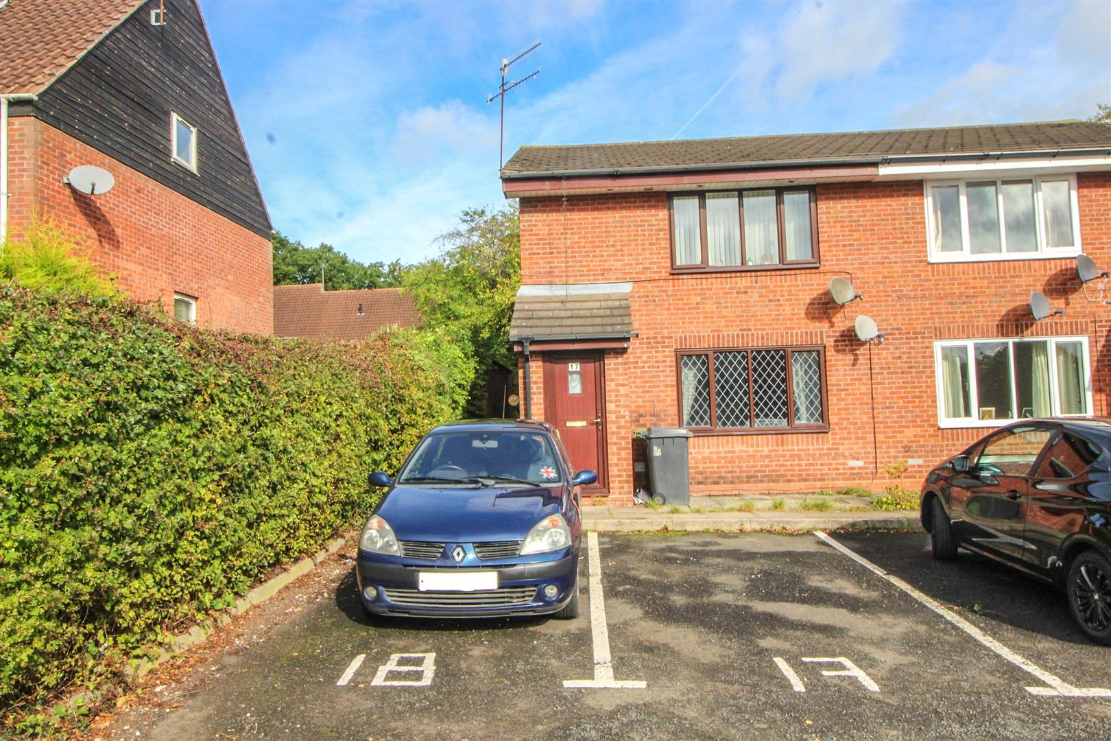 1 Bedroom Maisonette Flat for sale in Hawksbury Close, Church Hill South, Redditch